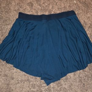 BASIC/BASIQUE flowy shorts